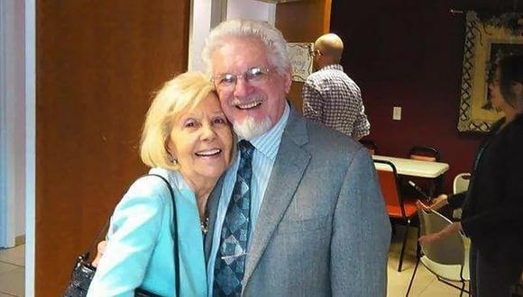 Esta foto proporcionada por Sarah Milewski muestra a sus padres Bill y Esther Ilnisky. La pareja pasó casi siete décadas y vivieron juntos como ministros y misioneros cristianos. (Sarah Milewski vía AP).