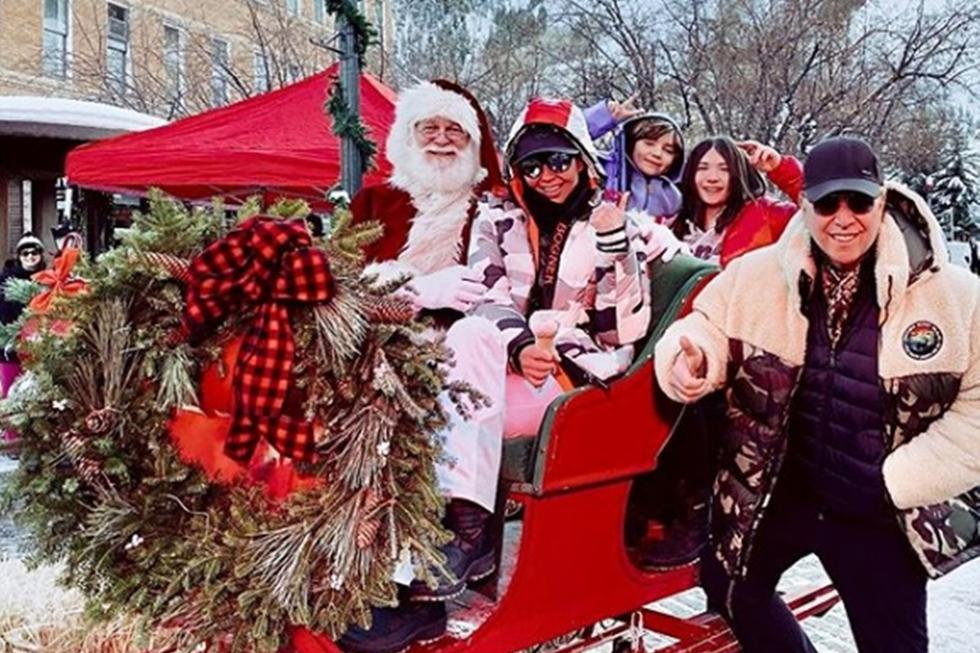 Thalía y Tommy Mottola celebrando las fiestas navideñas en Aspen, Colorado.