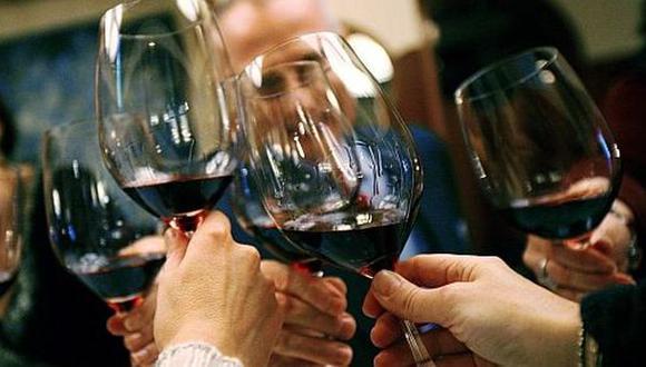 Componente del vino ayudaría a prevenir la pérdida de memoria