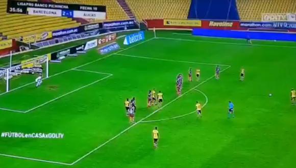 Arroyo marcó de tiro libre desde fuera del área. (Video: Gol TV)