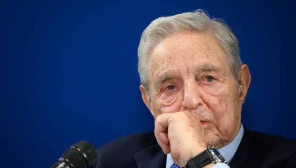 George Soros, que nació en Hungría y es un sobreviviente del Holocausto, es blanco frecuente del primer ministro de derecha Viktor Orban, que se opone a la filantropía de Soros, que favorece las causas liberales. (Fabrice COFFRINI / AFP).