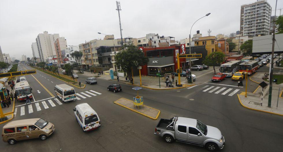 La avenida Javier Prado es uno de los lugares permitidos para la propaganda política, en Magdalena del Mar. Pero tambipen existen restricciones. (Foto: Archivo El Comercio)