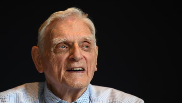 John Goodenough ha sido reconocido con el Nobel por sus aportes en el desarrollo de la batería de iones de litio. (Foto: DANIEL LEAL-OLIVAS / AFP)