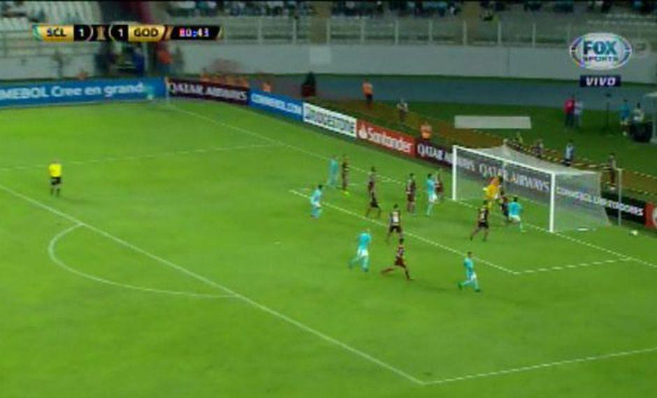 Sporting Cristal vs. Godoy Cruz: Lobatón casi marca gol olímpico en la Libertadores. (Foto: captura)