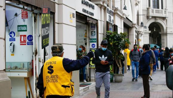 Hoy en el jirón Ocoña las casas de cambio cotizan el dólar a S/ 4,115. (Foto: Fernando Sangama / GEC)