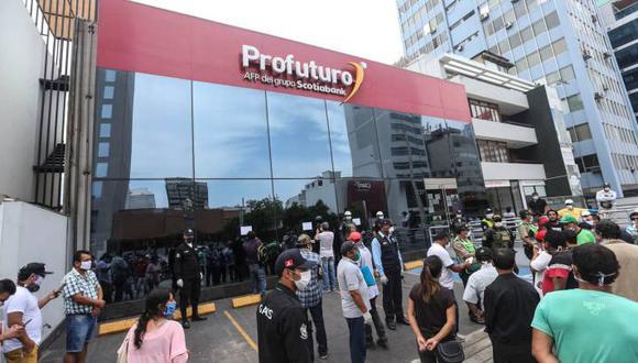 La norma que permite el retiro de los 17.200 soles de las AFP entra en vigencia el 9 de diciembre (Foto: Andina)