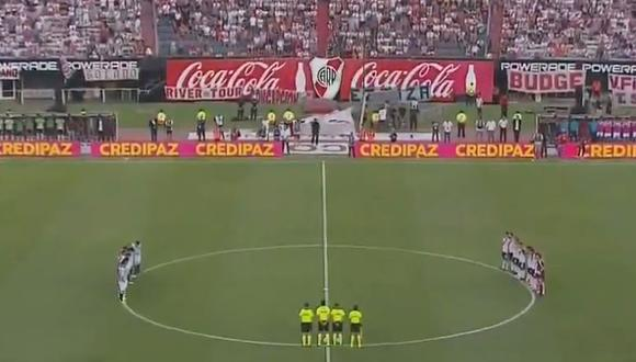 River Plate vs. Racing EN VIVO: así fue el emotivo minuto de aplausos en memoria de Emiliano Sala | VIDEO. (Foto: captura de pantalla)
