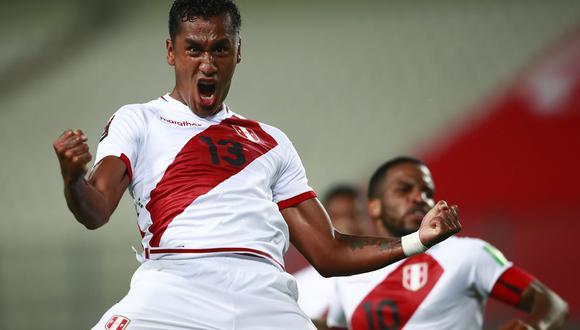 Renato Tapia es uno de los jugadores que más se ha manifestado respecto a la crisis política que vive el Perú. (Foto: AFP)