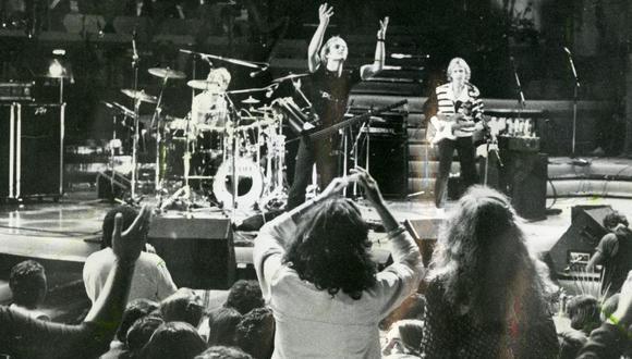 Diversas consignas contra el régimen de Pinochet, el baterista Stewart Copeland vistiendo una polera con la figura de Salvador Allende y reuniones entre Sting y los familiares de los desaparecidos en la dictadura marcaron la presentación de The Police en el Festival de Viña del Mar de 1982.