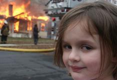 """NFT: la historia detrás del famoso meme de la """"niña desastre"""" que acaba de venderse por US$500.000"""