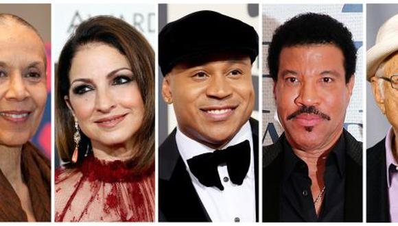 La bailarina y coreógrafa Carmen de Lavallade, Gloria Estefan, el rapero LL COOL J, el productor de televisión Norman Lear y el cantante de soul Lionel Richie. (Foto: REUTERS)