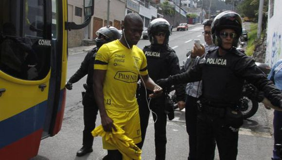 Selección de Ecuador: policía intentó detener a futbolista