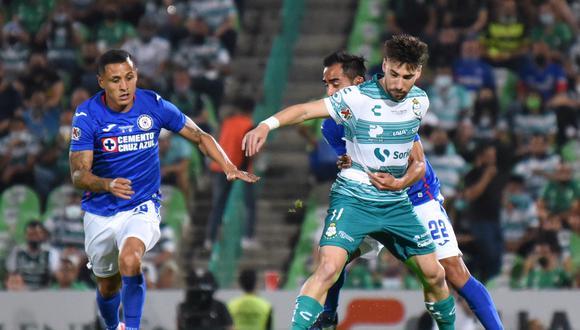 El partido de vuelta de esta final se jugará el domingo en la noche en el estadio Azteca; Cruz Azul busca su noveno título de liga mientras que el Santos va por el sexto. (Foto: AFP)