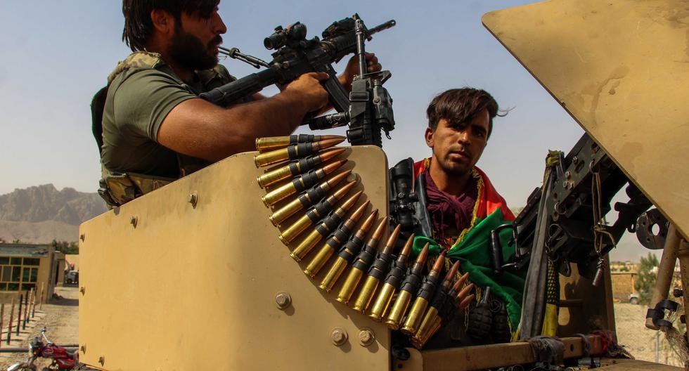 Imagen referencial tomada el 14 de julio del 2021. Las fuerzas de seguridad del gobierno de Afganistán acomodan una estación en Spin Boldak, en la frontera con Paquistán que ya ha sido capturada por los talibanes. (Foto: EFE)