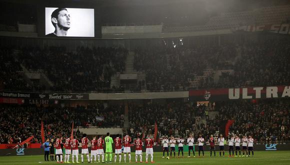 El máximo ente del fútbol europeo decretó que en los partidos de esta semana se guarde un minuto de silencio para honrar la memoria de Emiliano Sala. (Foto: AP)