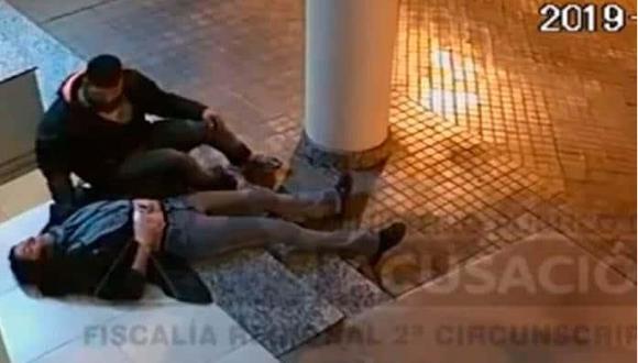 El Ministerio Público de Argentina decidió difundir el video con las imágenes captadas por la cámara de seguridad de un edificio para ver si alguien podía identificar al agresor. Las imágenes sensibles fueron difundidas con la aprobación de la mujer de 35 años que fue víctima del ataque.