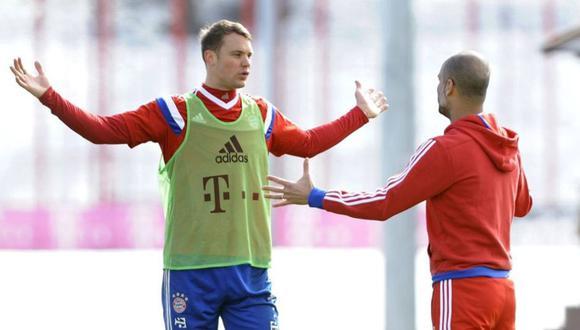 Neuer, sorprendido ante una indicación de Guardiola. (Foto: AP)
