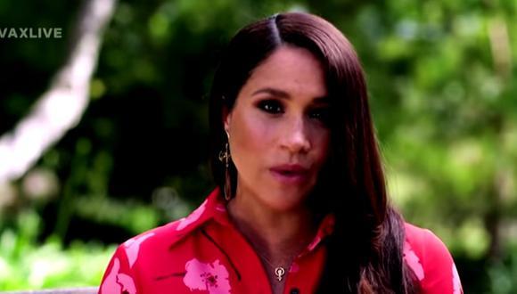 Meghan de Sussex lució un vestido largo de flores de Carolina Herrera y dos joyas que llamaron la atención. (Foto: captura YouTube / Global Citizen)