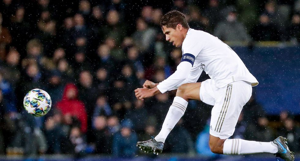 Raphael Varane como defensor central (Foto: EFE)