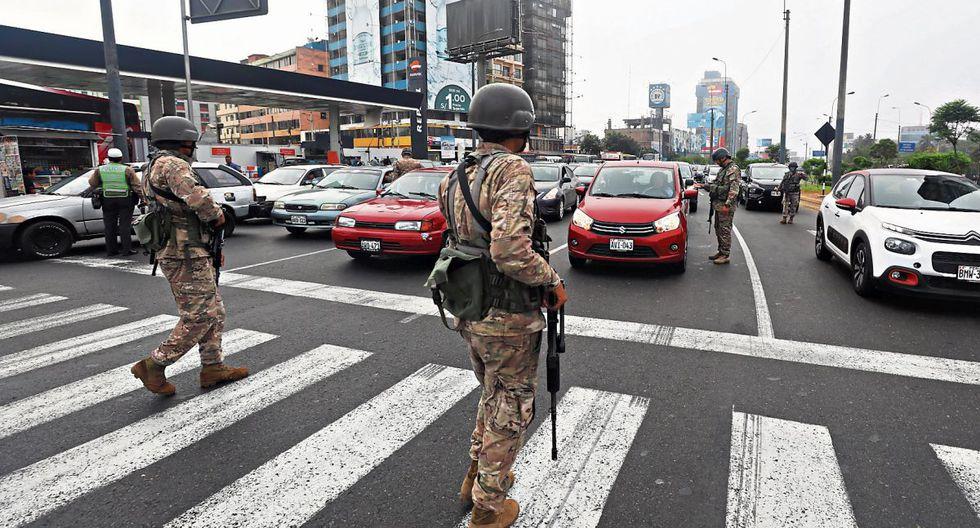 Las Fuerzas Armadas y la Policía salieron a las calles a controlar cumplimiento del  estado de emergencia. (Foto: Gonzalo Córdova / GEC)