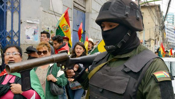 La policía de Bolivia protagoniza un motín contra el presidente Evo Morales. (AFP / AIZAR RALDES).