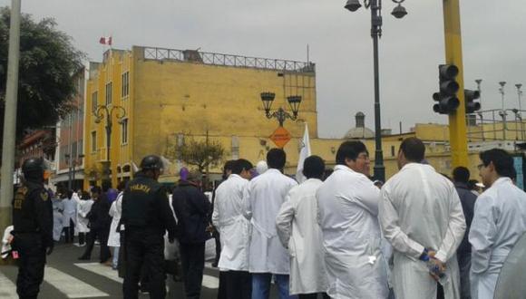PNP niega agresiones a médicos pero anuncia investigación