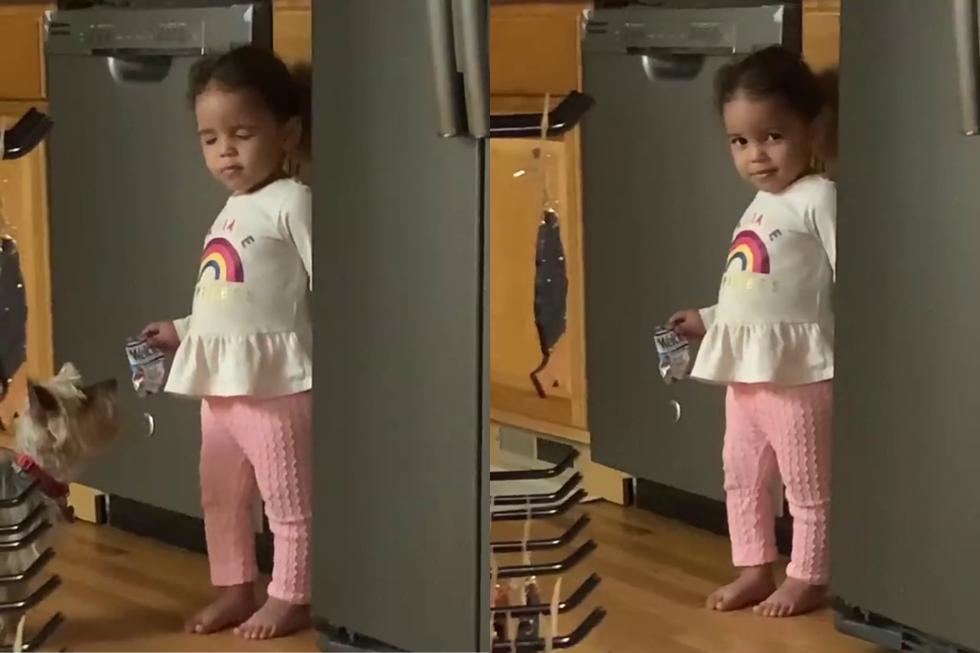 FOTO 1 DE 5   Una video viral muestra cómo una niña se hizo la sonámbula para que su madre no la regañara por agarrar unas golosinas.  Crédito: Chris J. Vaughn en Facebook. (Desliza a la izquierda para ver más fotos)