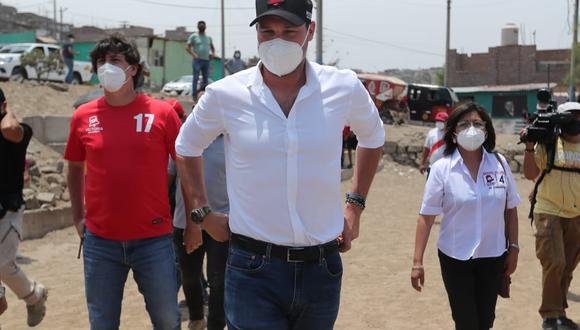 """""""Es una noticia muy lamentable y enluta a todos los peruanos, él ha sido un político que ha hecho grandes cosas para el Perú"""", señaló Forsyth. (Foto: GEC)"""