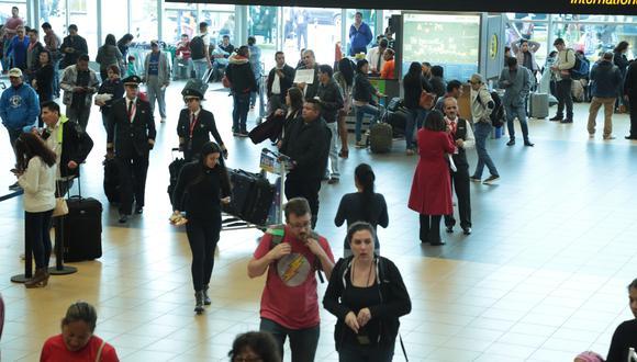 Este jueves varios vuelos postergados y cancelados en el aeropuerto Jorge Chávez. (Foto: Diana Chávez)