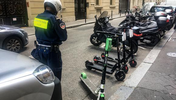 Hombre que iba en scooter eléctrico fallece al chocar con camión en Francia. Foto: AFP