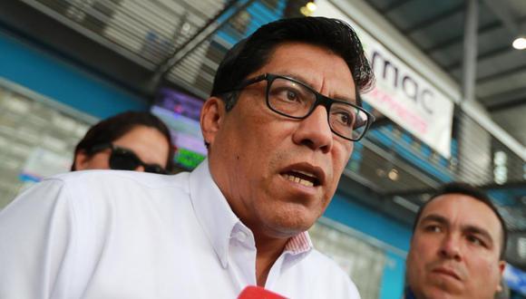 La posición del gobierno sobre este particular, expresada siempre por el presidente del Consejo de Ministros, Vicente Zeballos, ha ido variando conforme lo fue haciendo también la situación de Trujillo.