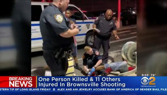 Tiroteo en Brooklyn, Nueva York, durante un evento al aire libre que dejó un muerto y 11 heridos. (Foto: Captura)