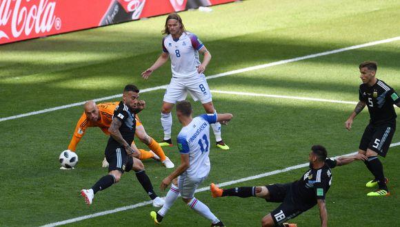 Finnbogason anotó el empate parcial para Islandia en el duelo ante Argentina por el Grupo D del Mundial, tras una floja salida del golero albiceleste Wilfredo Caballero. (Foto: AFP)