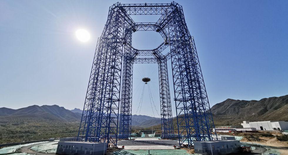 El experimento mostró al vehículo, con forma de araña gigante de cuatro patas, descender hasta la superficie. (Foto: Wan Ke / China National Space Administration / AFP)
