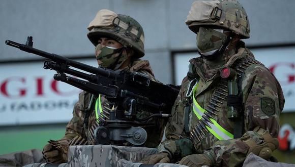 Militares desplegados en La Paz para garantizar las elecciones del domingo en Bolivia. (EFE).