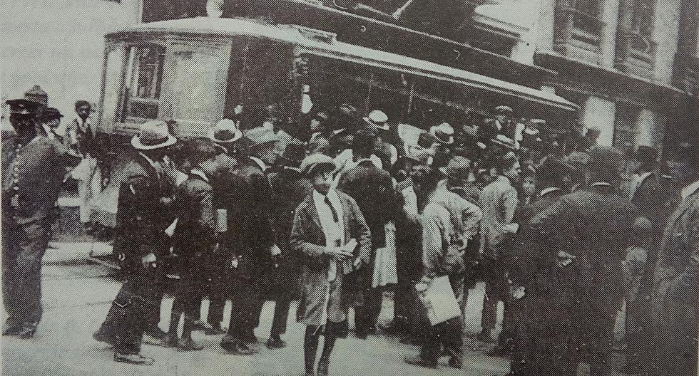 En la imagen se aprecia un tranvía detenido por los huelguistas de 1924, en el antiguo mercado de la Concepción (calle que hoy es la cuadra 5 del jirón Huallaga). (Foto: GEC Archivo Histórico).