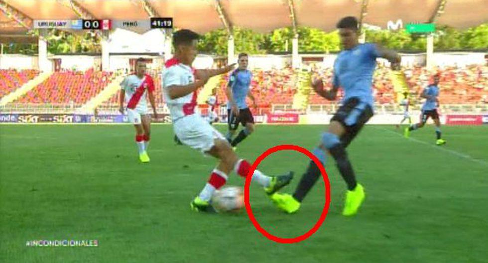 Perú vs. Uruguay EN VIVO: Jesús Pretel recibió la tarjeta amarilla por esta peligros infracción |  VIDEO. (Foto: Captura de pantalla)