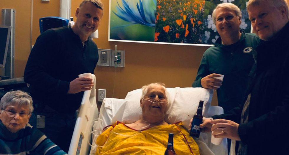 Este señor cumplió su último deseo gracias a sus hijos que no dudaron en tomarse una cerveza con él. (Foto: Facebook Viral)