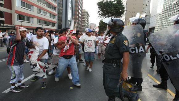 Barristas causaron desmanes antes del clásico U vs. Alianza