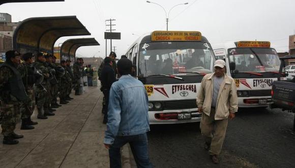 Transportistas anuncian paro regional contra la informalidad