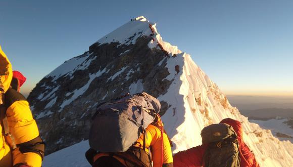 """""""Muerte, colas y caos"""": acaba la trágica temporada de atascos en el Everest. (Reuters)."""