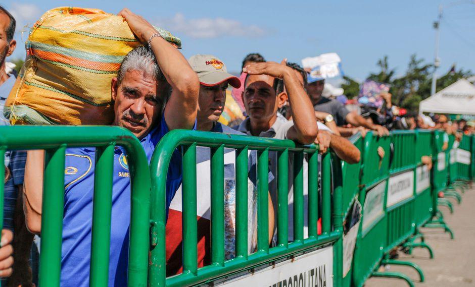 Más de 70.000 personas cruzaron frontera entre Colombia y Venezuela en dos días. (AFP).