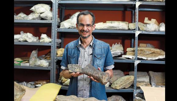 Paleontólogo Iván Meza Vélez, paleontólogo deL Museo de Historia Natural que participó del hallazgo de restos de un Plesiosaurio en el morro solar.    FOTOS  JUAN PONCE VALENZUELA