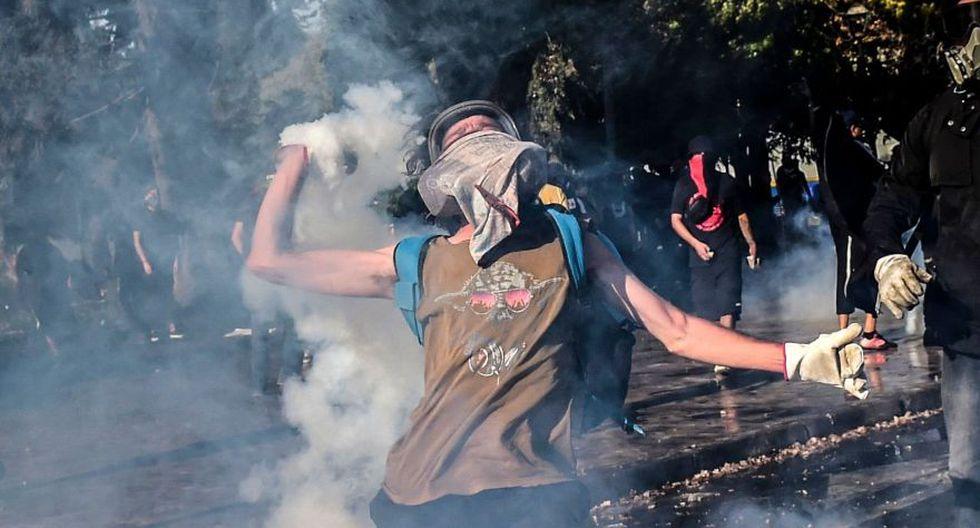 La protesta, que comenzó por el alza de las tarifas del metro de Santiago, también se extendió al fútbol profesional chileno y ahora a este emblemático festival. (Foto: AFP)