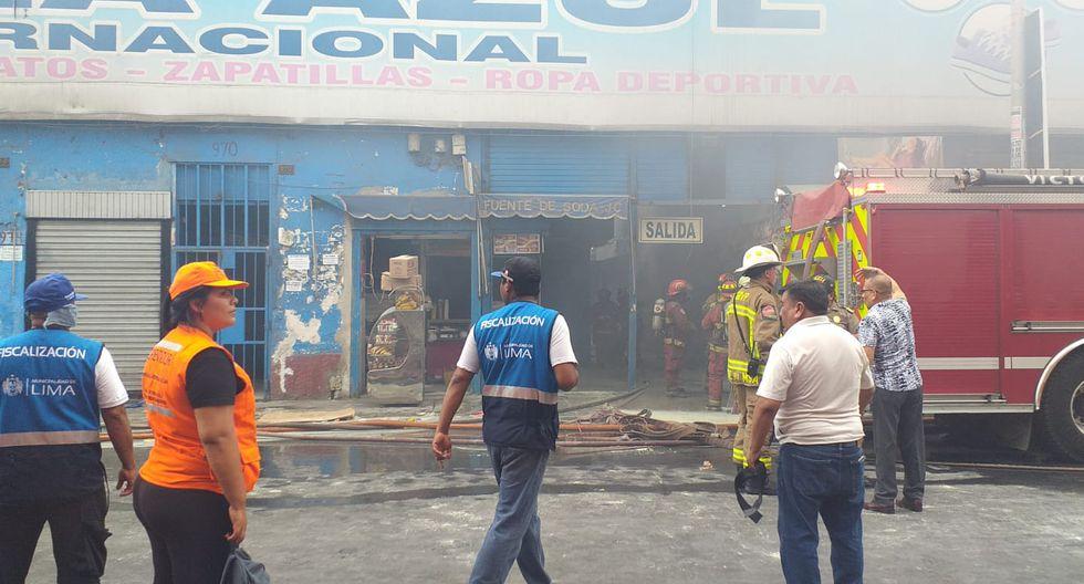 Incendio se registra en galería de Jr. Ayacucho. (Enrique Vera)