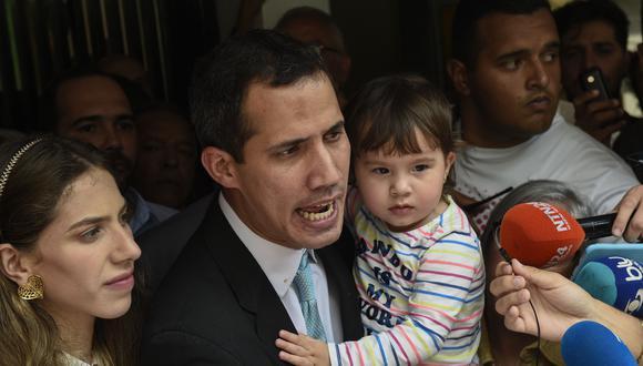 Juan Guaidó dice que el régimen de Nicolás Maduro no lo intimidará tras llegada del FAES cerca de su casa. (AFP).