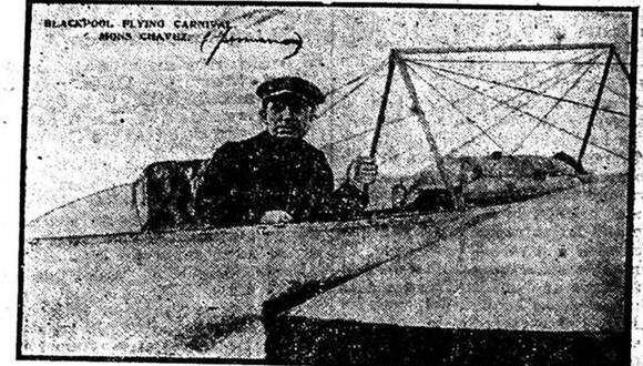 Foto del héroe peruano de la aviación Jorge Chávez Dartnell durante su participación en un concurso en Blackpool, Inglaterra, donde en agosto de 1910, pocas semanas antes de perder la vida, consiguió ascender hasta las 5.000 pies de altura, rompiendo un récord en la navegación aérea. (Foto: GEC Archivo Histórico)