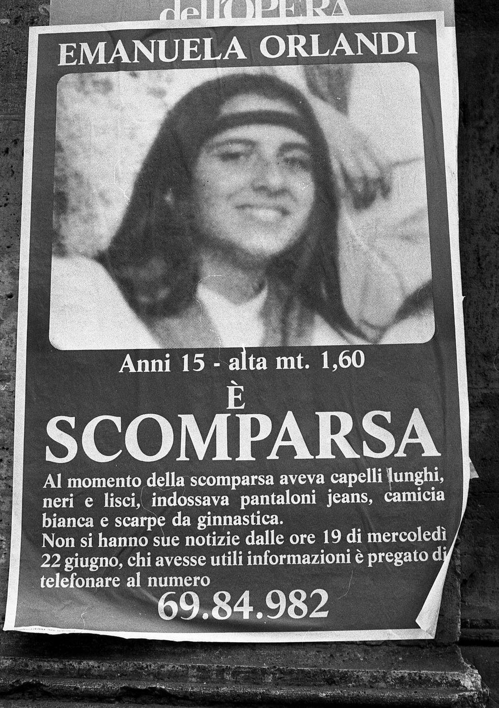 Imagen sin fecha de un cartel en las calles de Roma para solicitar información sobre la adolescente Emanuela Orlandi. (Foto: AP)