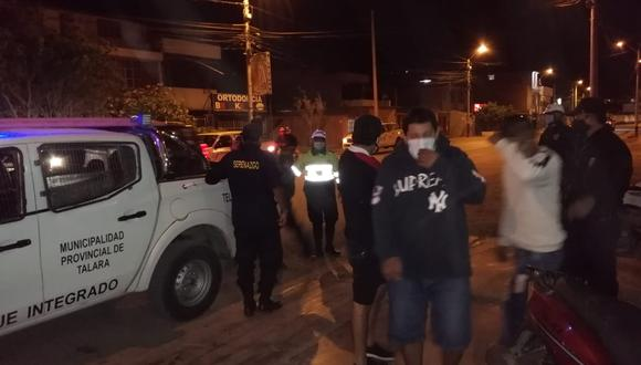 Los intervenidos fueron conducidos a la comisaría del sector. (Foto: Municipalidad Provincial Talara)