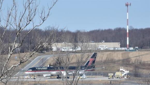 El avión del expresidente estadounidense Donald Trump en el aeropuerto de Stewart, Nueva York. (EFE/ Jairo Mejía).